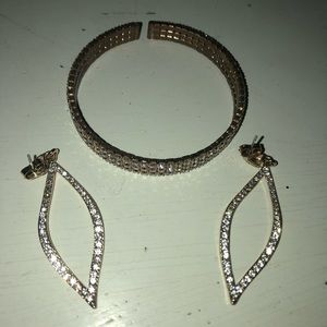 Jewelry - BRAND NEW gold earring and bracelet set